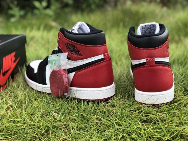 Air Jordan 1 Retro High OG Black Toe heel