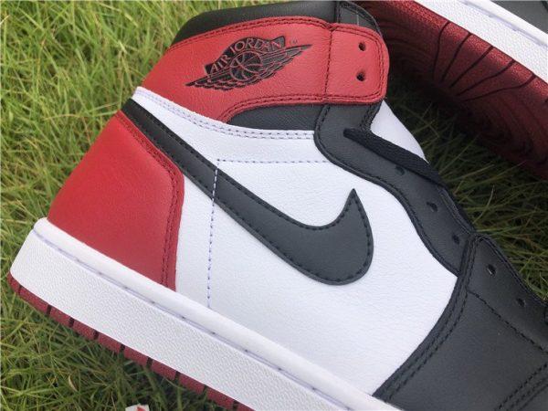 Air Jordan 1 Retro High OG Black Toe swoosh