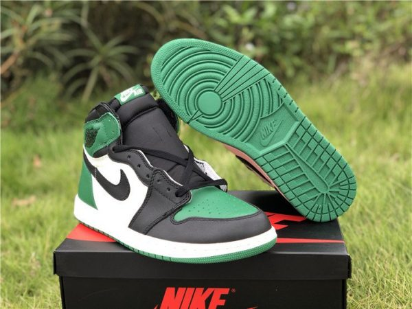 Air Jordan 1 Retro High OG Pine Green sole
