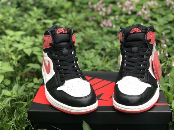 Jordan 1 Retro High Track Red - 555088-112 toe