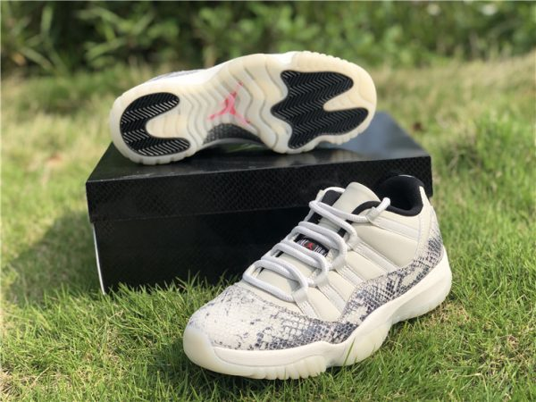 Jordan 11 Low SE Snakeskin Light Bone sneaker