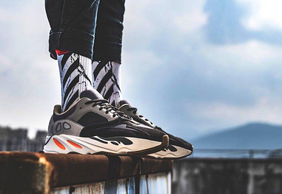 adidas YEEZY 700 Magnet on feet