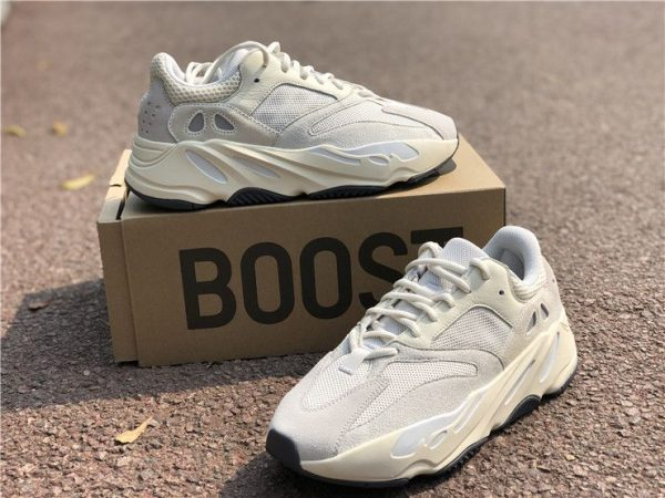 adidas Yeezy Boost 700 Analog with box