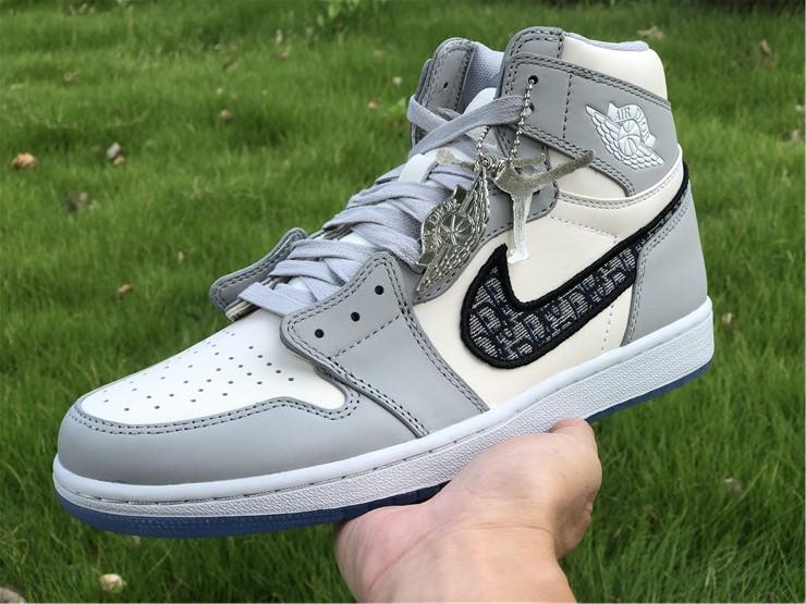Air Jordan 1 Dior High on hand