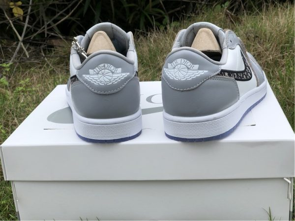Air Jordan 1 Low Dior heel