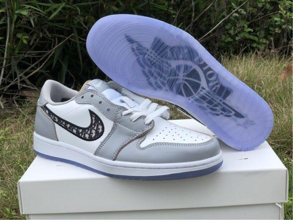 Air Jordan 1 Low Dior toe