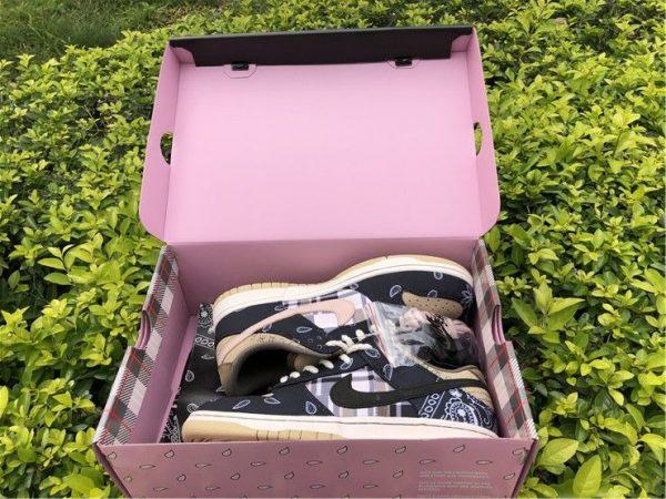 Nike SB Dunk Low x Travis Scott Black in box