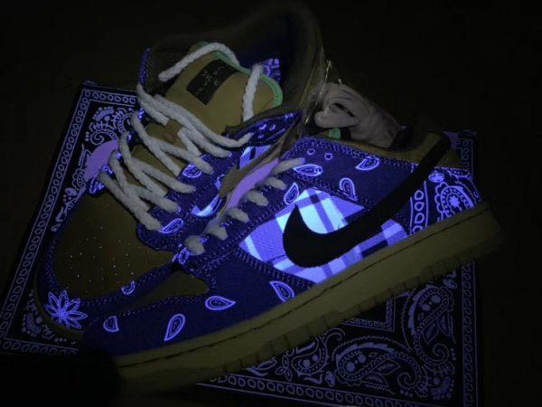 Nike SB Dunk Low x Travis Scott Black in the dark look
