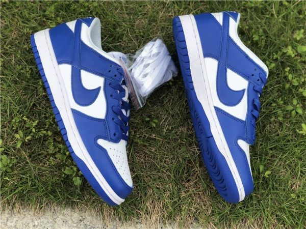 Nike Dunk Low Kentucky Varsity Royal shoelaces