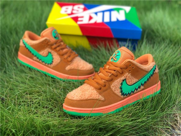 Grateful Dead Nike SB Dunk Low with box