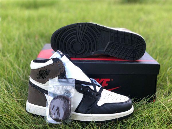 2020 Air Jordan 1 Dark Mocha with extra shoelaces