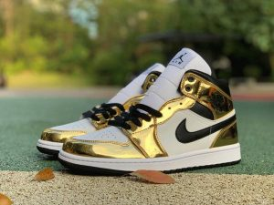 Air Jordan 1 Mid SE Metallic Gold