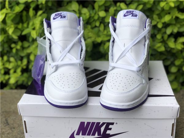 Air Jordan 1 Retro High Court Purple tongue