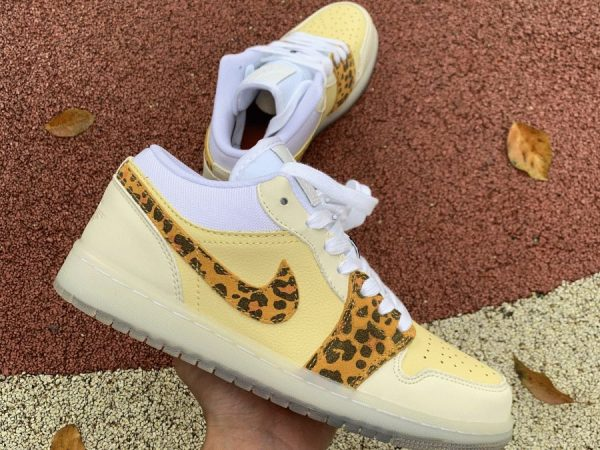 Air Jordan 1 Low SNKRS Day Light Yellow lateral side